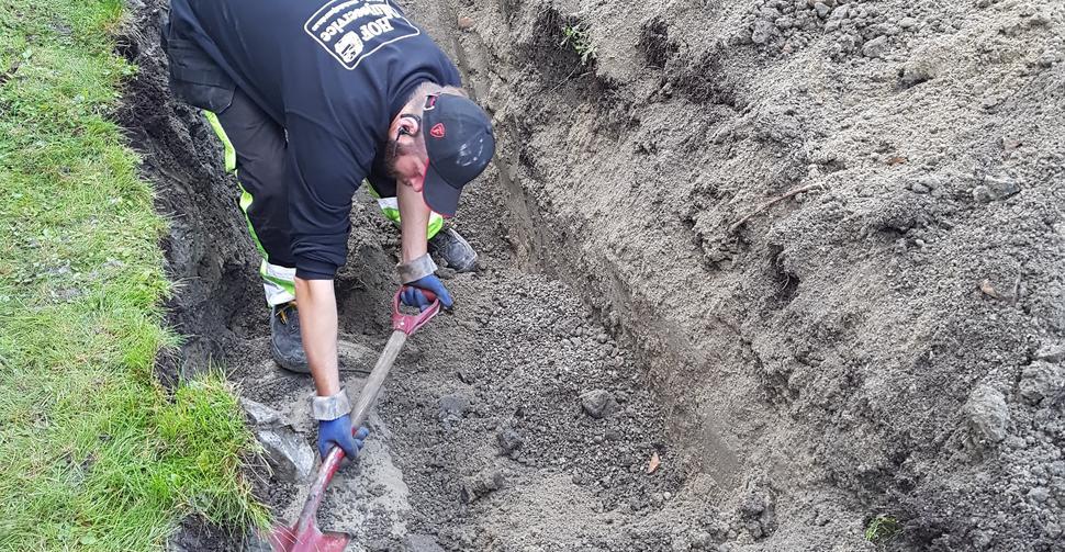 Hof Miljøservice AS graver oljetanken frem